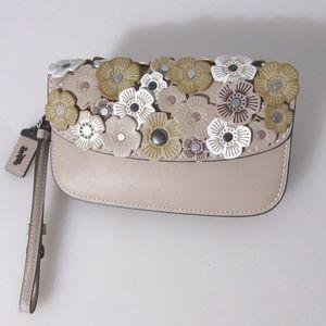 COACH CLUTCH Wallet Wristlet f23536 TEA ROSE